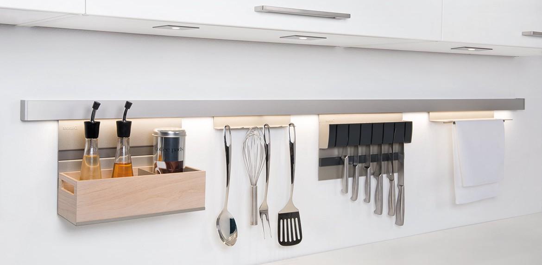 Nischenausstattung kuche tische fur die kuche for Reling küche